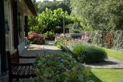 Brocante buiten alles brocante - Voorbeeld van tuindecoratie ...