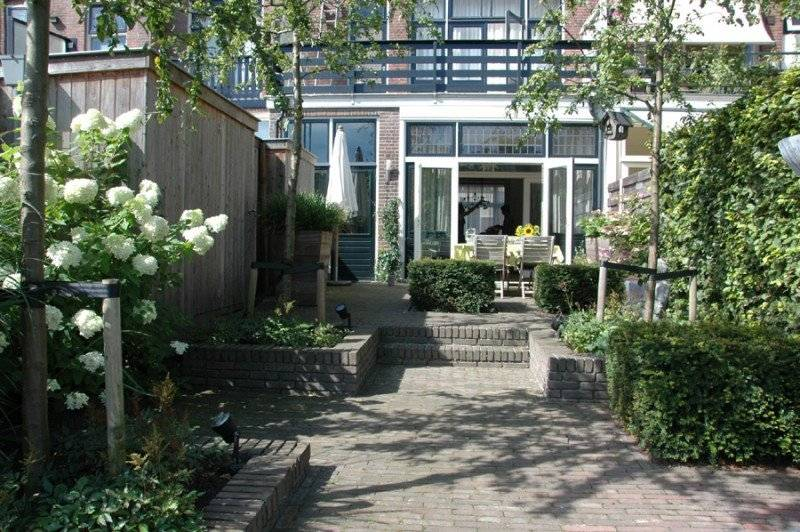 Tuin met hoogteverschil kleine tuin met hoogteverschil - Bank voor pergola ...