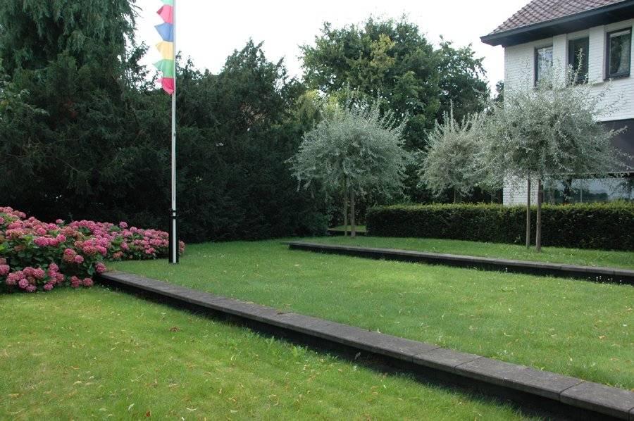 Idee kleine tuin met niveauverschil foto : Voortuin met hoogteverschil in stadstuin voortuin met hoogteverschil