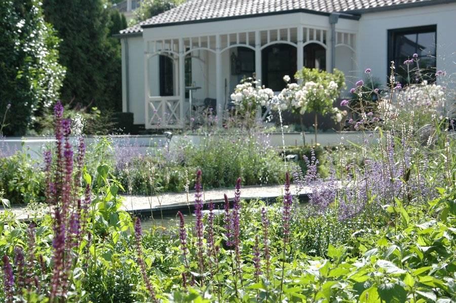 Tuin in landelijke stijl laten ontwerpen tuin in for Landelijke tuin aanleggen