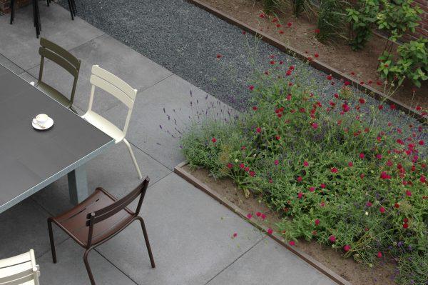 Terras inrichten met aluminium meubels
