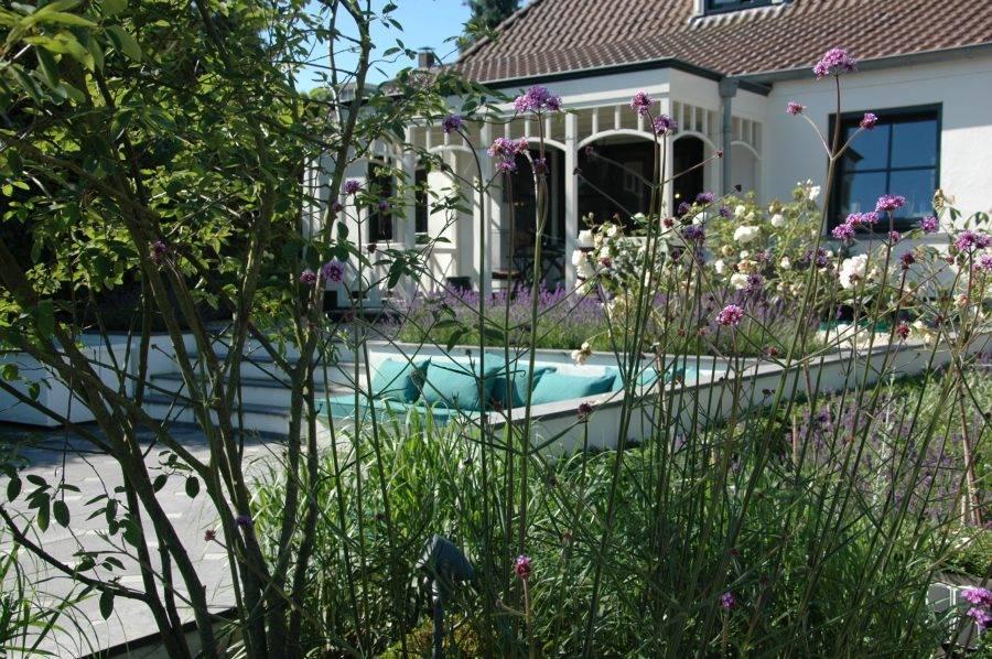 Tuin in landelijke stijl laten ontwerpen tuin in for Landelijke stadstuin